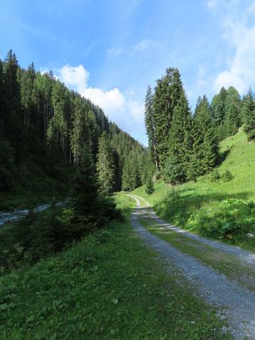Wanderweg entlang der Rosanna