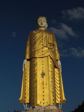 Riesenbuddha auf dem  Po Khaung Hügel