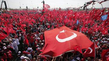Pro Erdogan Demo Fahnenmeer Istanbul Türkei