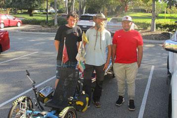 Solatrike, David mit zwei Jugendlichen vom YMCA, Perth.