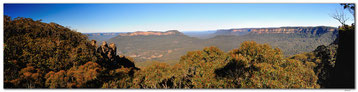 Three Sisters in the Blue Mountains in a panoramic view.