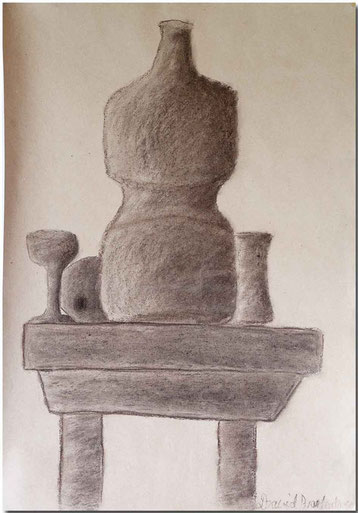 Bild:Stilleben,Tisch,Apfel,Vase,Glas,Becher,Flasche,Schule,Kohle,Zeichnung,David Brandenberger,d-t-b.ch,d-t-b,