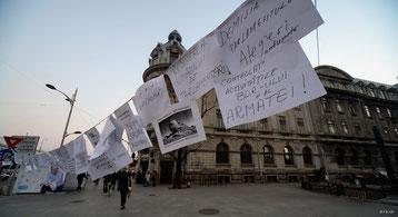 Bild:Bukarest,Universitätsplatz,Zettel