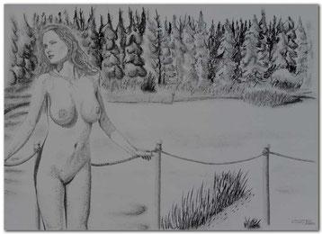Kohle- und Bleistiftzeichnung einer Frau vor der Sauna mit winterlicher Landschaft.
