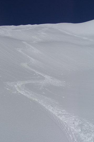 Bild:David Brandenbergers Skifahrerspur im Tiefschnee,Madrisa,Klosters.