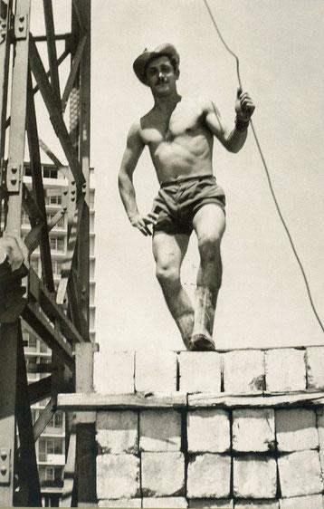 Maçon italien sur un chantier lyonnais vers 1960
