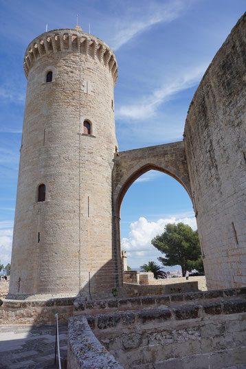 Castell de Bellver, Huldigungsturm