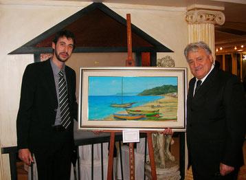 """Insieme a Gerardo Sacco con il mio dipinto """"Cannitello 1960"""" durante il gala del Premio Calabria Arte Cultura e Turismo, Reggio Calabria dicembre 2011"""