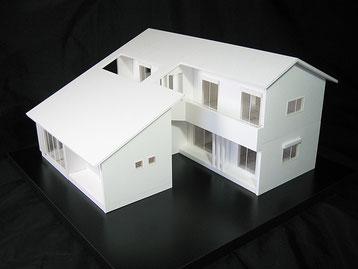 大屋根の住宅模型