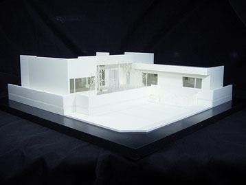 リゾートハウス風の平屋住宅模型