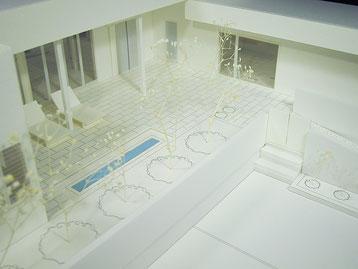広いテラスが特徴的な平屋住宅模型