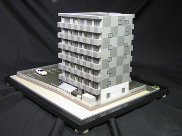 市松模様のマンション模型