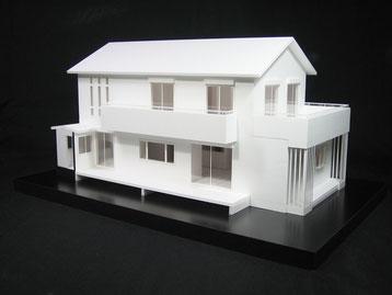 広いバルコニー・ウッドデッキの住宅模型
