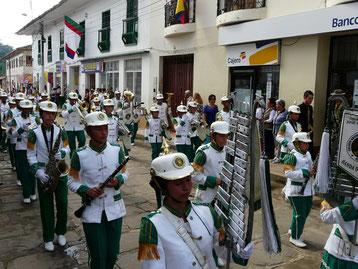 Desfile 4 de Agosto - Despierta Charalá