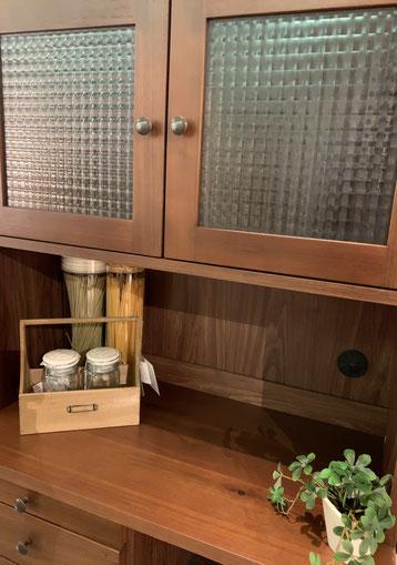 キッチンボード 食器棚 ナチュラル 北欧 カップボード レトロ コモット インテリア 栃木県家具 東京デザインセンター