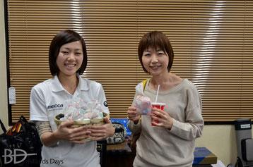まりさん(左)と青木絵美プロ(JPBA)