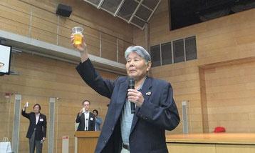 川端大先輩の乾杯のご発声、昭和9年卒です。