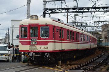 三木駅上り線を出発する粟生行き下り列車