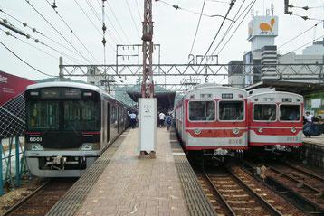 左:三田発鈴蘭台行き 中:鈴蘭台発新開地行き