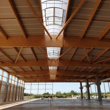 couverture multicouche avec voûte de désenfumage du bâtiment en charpente métallique par ACMB 79, 86, 16 et 17