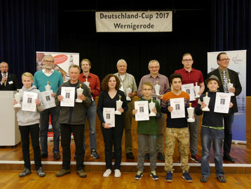 Vordere Reihe, zweiter von links: Karl-Heinz Stolzenwald vom SK Buchloe