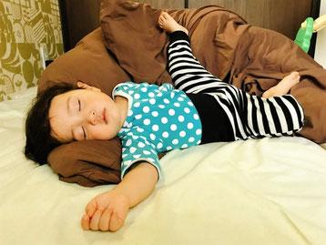 寝ている時に、頭がいつも右に傾く