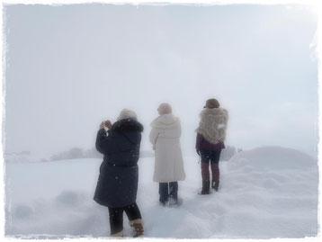 北海道 祈りの石の上で
