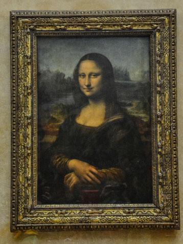 und da ist sie: Die Mona...bekanntestes Bildnis von Leonardo da Vinci. Das Bild hier hat fast schon Originalgröße. Der Andrang um die italienische Schönheit ist riesengroß.