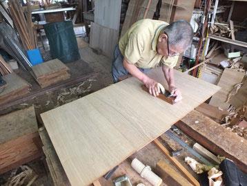 総桐箪笥製作、底板削り