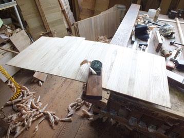 総桐箪笥製作、底板作りと鉋がけ