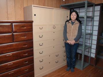 大垣市より修理依頼の桐たんすをお寺様に納品してきました。