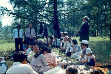 Суорун Омоллоон  и Казахские друзья на лоне природы музея-усадьбы Ойунского 1983г. Теперь на этом месте стоит беседка Турсунай