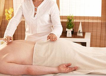 Behandlung mit Lichtarbeit I in Yogaschule Schulungszentrum Naturheilpraxis Voglreiter Bad Reichenhall