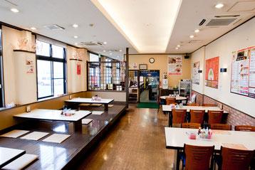 合川店 テーブル席、座敷席の様子
