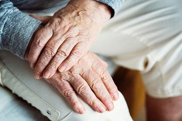Doris Pällmann, Soziale Dienste, Hilfen im Alltag, Alltagshilfen, Arztbesuche, Hände, alt, Hilfe, Münster