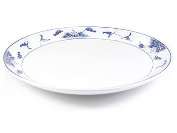 Flache runde Essteller mit abgerundetem Rand aus Tatung, Li, Cameo oder Datung Porzellan mit blauem Lotus Motiv (Motivnr. 518 / 255). In verschiedenen Größen und Motiven erhältlich.