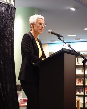 """Gabriele Krone-Schmalz liest am 14. Oktober 2015 in Hannover (Buchahndlung Decius) aus ihrem Buch """"Russland verstehen""""."""