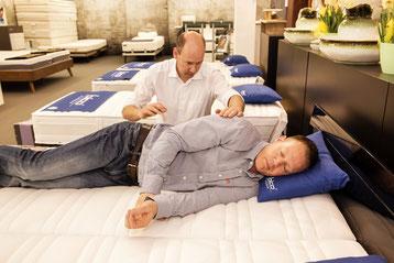 Liegeberatung / Bettenberatung / Matratzenberatung / Bettenfachgeschäft / Schlafen by Ruoss