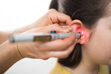 Ohrakupunktur mit Laser