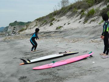 波が無い日も陸上と、海でパドリング練習!大事です。