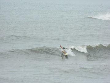 面も昼過ぎから落ち着き良い波でした~。
