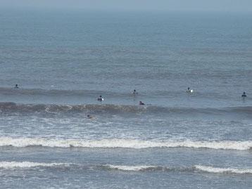 台風一過で夏の天気。しかし波は一気にサイズダウンでした。