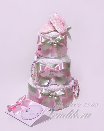 """Подарок из памперсов в виде торта для девочки """"Торт из памперсов с именными аксессуарами  для девочки """"  Кружевные пинетки"""""""