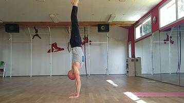 How to do a handstand - Philosport