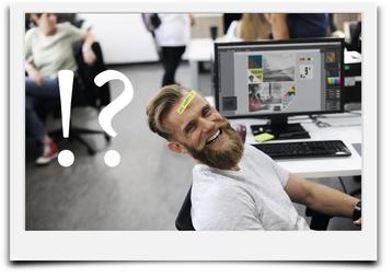 Bild mit Mann vor Computer zur Vermittlung des Themas der Unterseite Fragen und Antworten.