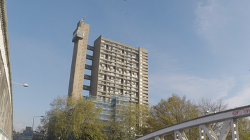 Trellick Tower: Planned as noble tower with appartements, close to Portobello Road and the tube station Westbourne park. It is a handy orientation point.