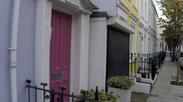 Notting Hill North. An area, which had only been conquered recently by rich people. Before that, the area was known to be one for immigrants from the Caribbeans, who had been invited in the 1950s by the government, as they needed workforce.