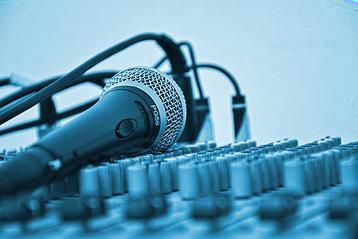 "Foto: ""Mikrofon - Bildquelle: Simone_ph auf Pixabay"" | perfect sense media consulting - Piet [Peter] Braun, Hamburg"