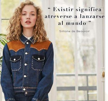 Chica vestida de ropa tejana con el mensaje de que existir sgnifica atreverse a lanzarse al mundo