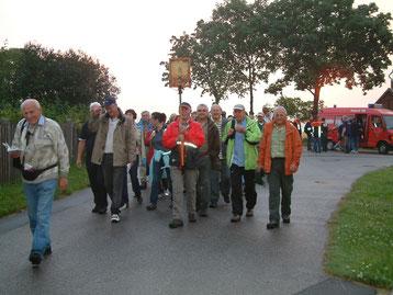 Fußwallfahrt 2009 (Weitermarsch nach Pause in Krickelhof)